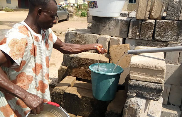 The Evuna stream in Nigeria is brown, dirty and often completely dried up due to the lack of rain, but thanks to our mission, we are able to bring clean water to communities in need.